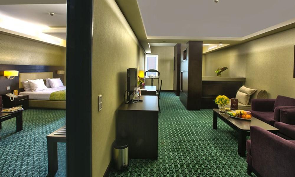 واحدهای اقامتی هتل پارسیان اوین چه امکاناتی دارند؟